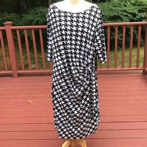 New! Kiara XXL black/ white houndstooth S/S dress.